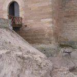 Excavación bajo el anterior acceso al castillo