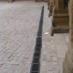 Pavimentación, iluminación y recogida de aguas del patio