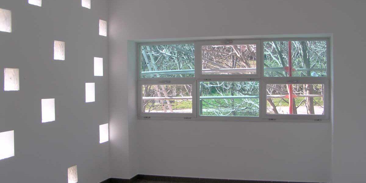 Aula del centro parroquial Nuestra Señora de Lourdes, Valdefierro (Zaragoza)